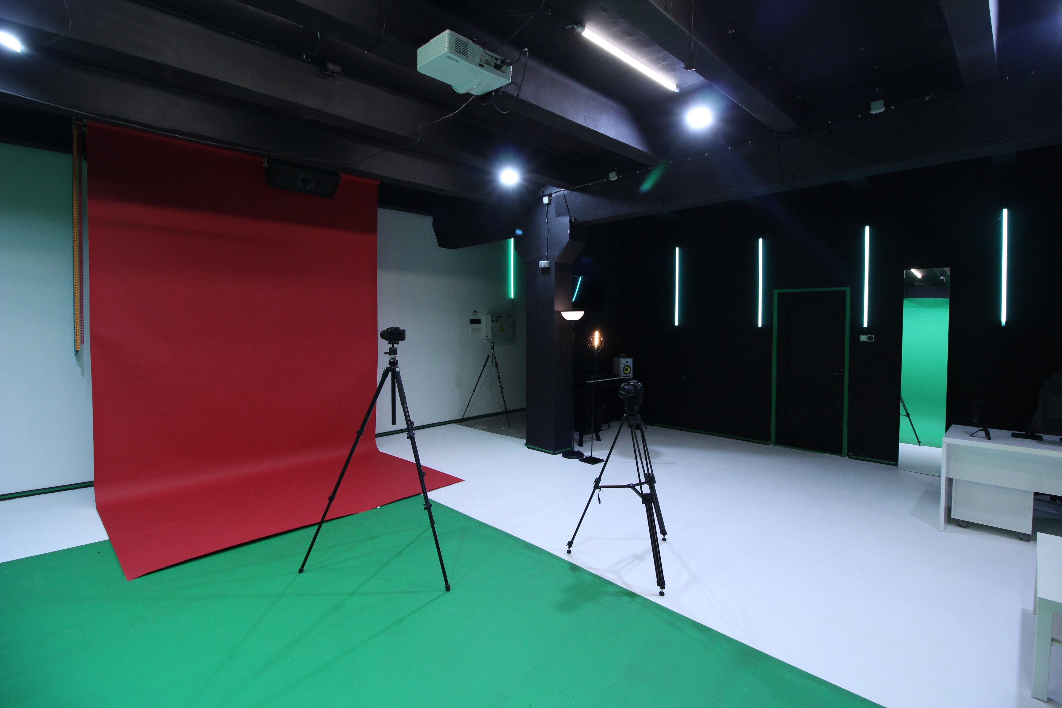 green screen studio, chromakey